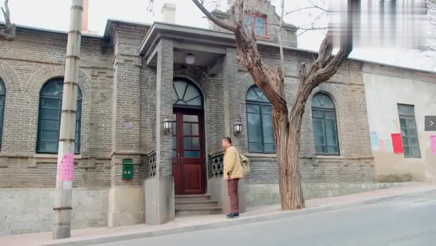 赵春雷去看望肖阿姨,碰巧在门口遇到了徐海东