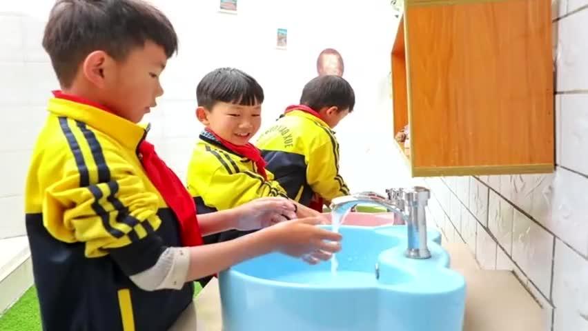 促进学生身心健康成长!农村学校进行厕所革命