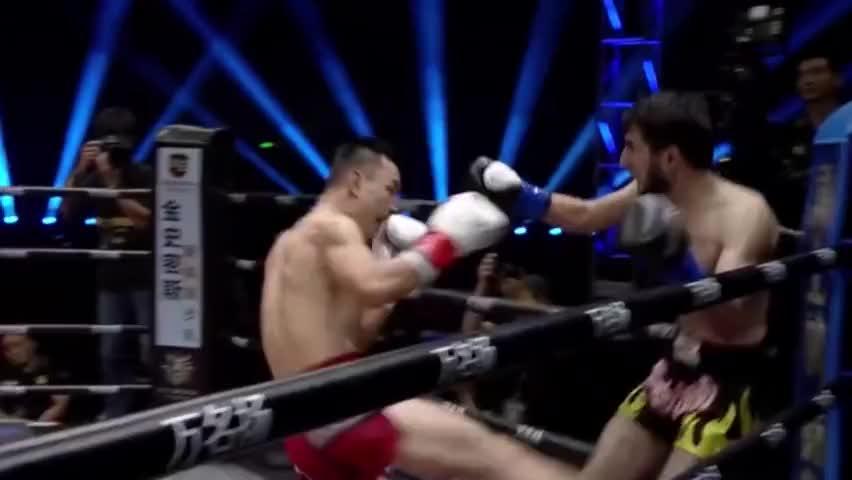 日本拳王挑衅19岁中国小将,不料一记重拳下去,教练跪地急救