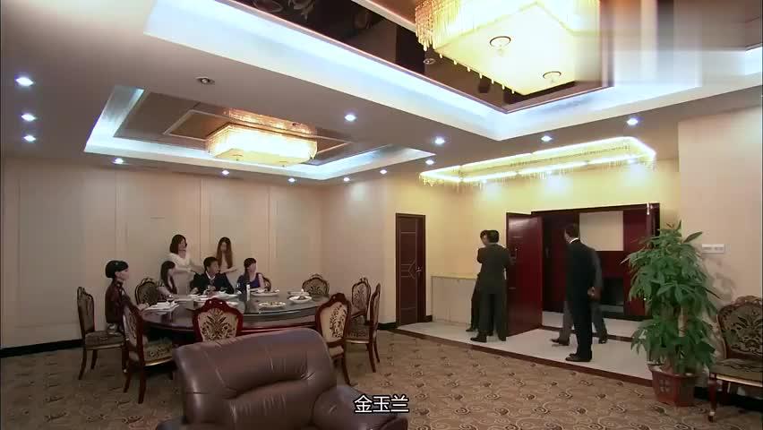 心机女想染指商城项目,王朝辉的出现搅黄了她的阴谋,她决心报复