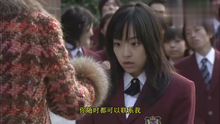 道明寺的姐姐开豪车送杉菜去学校,众人看到嫉妒不已