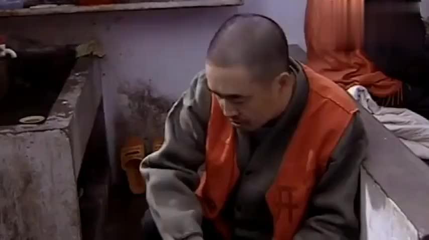 马大帅进监狱成老大,底下犯人轮流给他按脚,人生巅峰来到了!