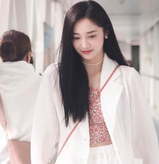 21岁的周洁琼和程潇,简直就是青春美少女本人,少女气息满满