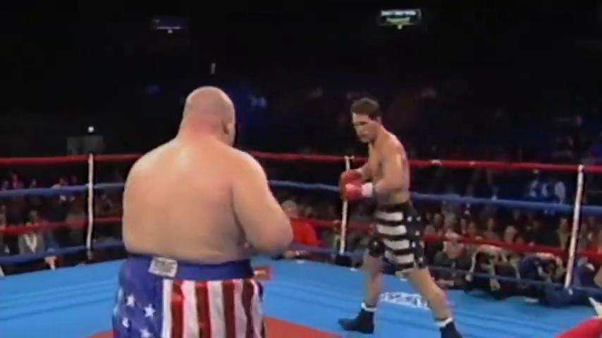 """巨胖拳王""""奶油豆""""重拳打趴2米巨人,裁判都不敢让继续打了"""