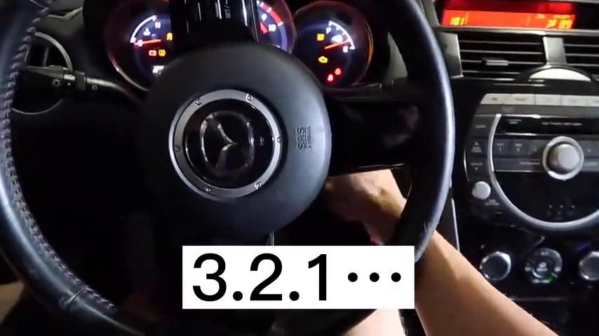 小伙2200美元买了一辆马自达RX8,引擎无法启动,一直折腾到凌晨
