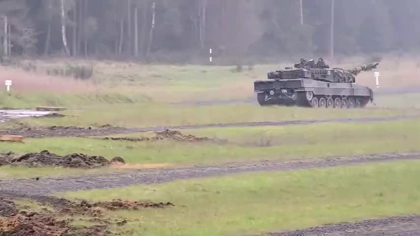"""德国""""豹""""2A5坦克:所有型号均配备数字火控系统和夜视瞄准能力"""