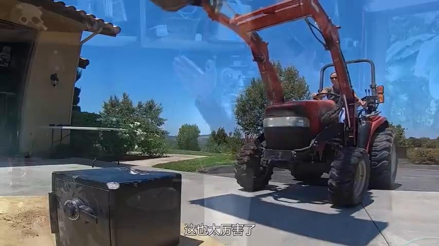 保险柜真的很结实?老外为了打开它铲车都用上了,这也太厉害了!