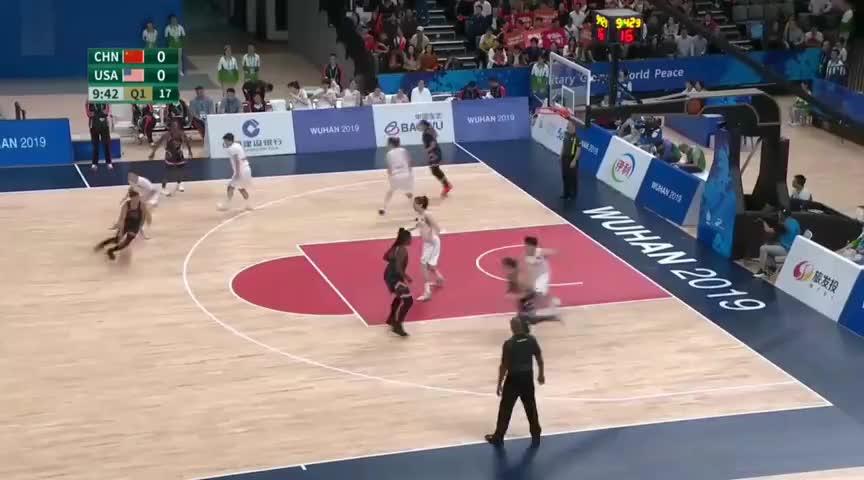 比赛开始了!中国女篮VS美国女篮 韩旭李月汝待命 女篮连中三分