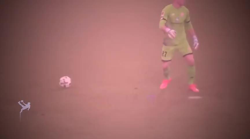 足球场上最愚蠢的搞笑瞬间,笑到站不起来,你们确定是来踢球的吗