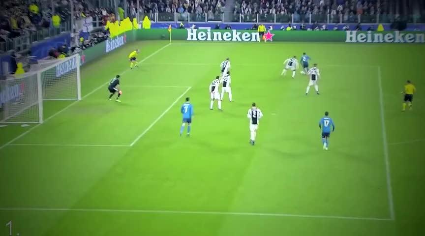 球王梅西复制马拉多纳上帝之手,足坛十大完美复制的传奇进球