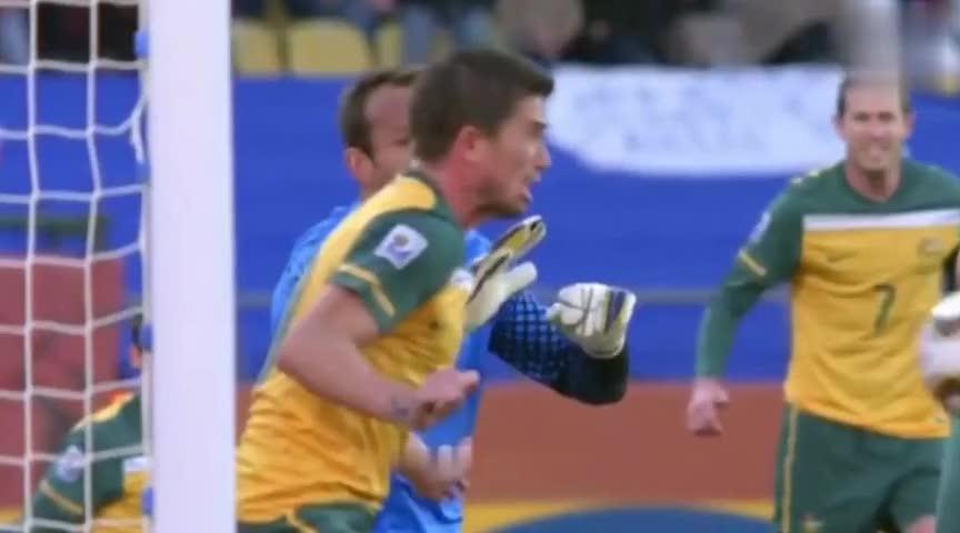 足坛出人意料的红牌手球,苏亚雷斯拯救乌拉圭,有些人却成了搞笑