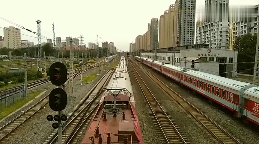 中国铁路:复兴号原型车——南车版CRH350抵达沈阳皇姑屯站