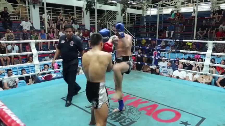 日本拳手赛前轻视中国小将,结果被44秒一拳击败,门牙还掉一颗