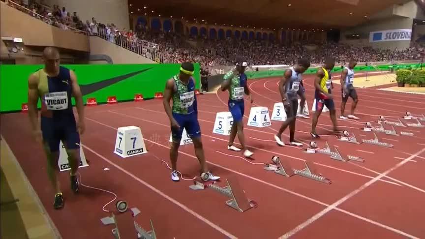 回顾美国两代短跑大神的对决,加特林0.01秒优势击败莱尔斯