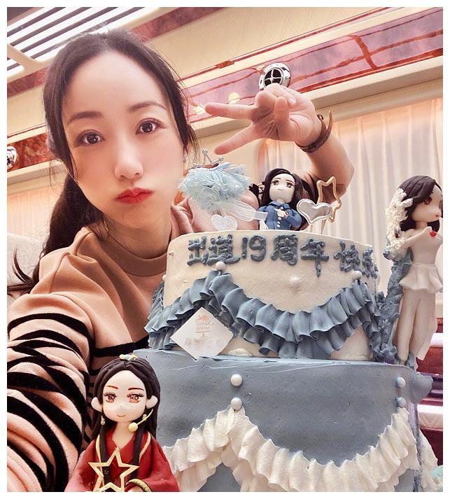 """有种""""炫富""""叫韩雪过生日,别人都是一个蛋糕,而她却与众不同!"""