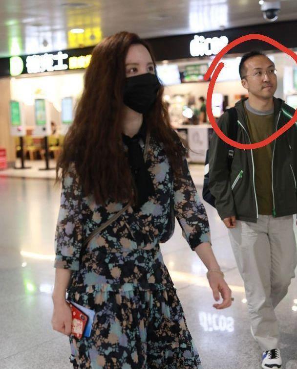 张萌老公首次公开露正脸!同框走机场远远跟老婆身后,颜值太路人