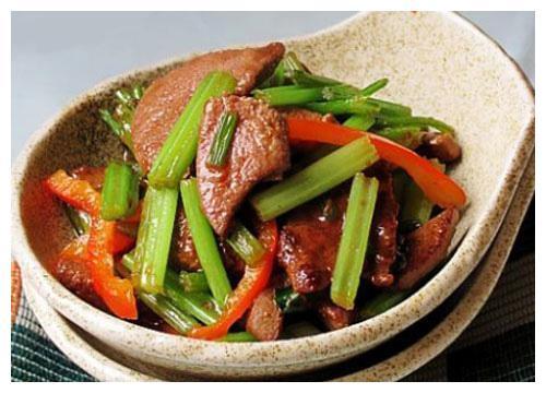 精选美食:芹菜炒猪肝,豆瓣啤酒排骨,大葱酱面,芝士土豆球做法