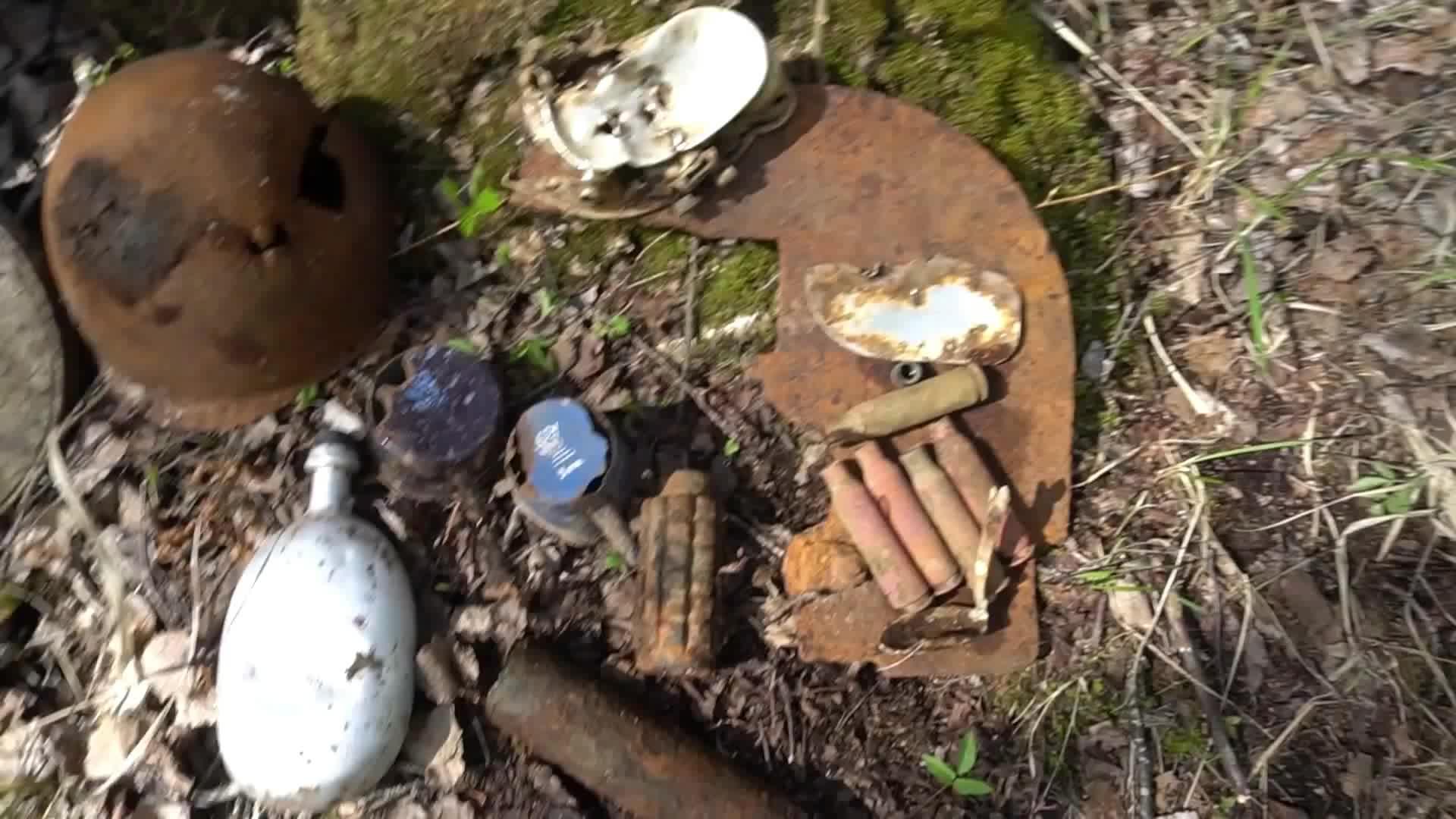 探索二战遗迹收获样数不少,有手榴弹、炮弹、还有反坦克地雷
