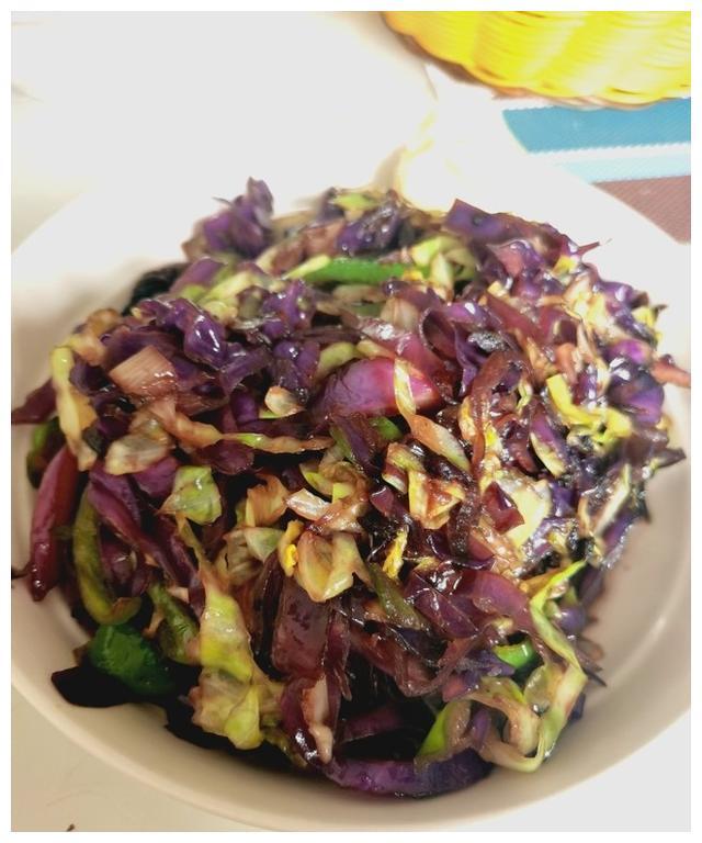 家常素菜菜谱,炒紫甘蓝,健康美味营养,超下饭,比肉好吃