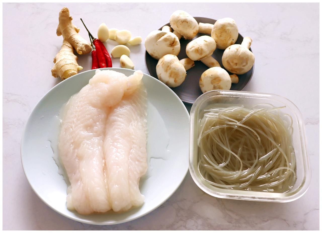 适合老人孩子吃的鱼,没刺还便宜,蒸一蒸软滑鲜美,上桌秒光
