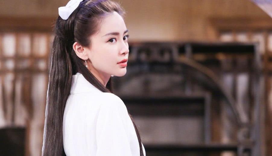 """杨颖扮演""""小龙女"""",一身白色古装清新又甜美,难怪于正感到遗憾"""