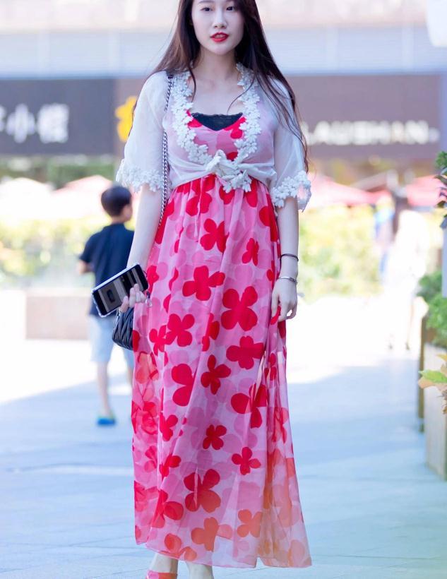 轻盈浪漫的印花裙,充满活力,撑起一整个夏天的少女感