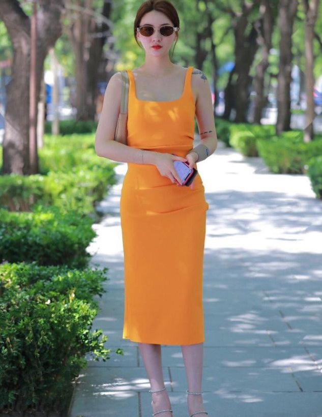缤纷夏日,选择靓丽裙装提升外在美,让美丽不停歇