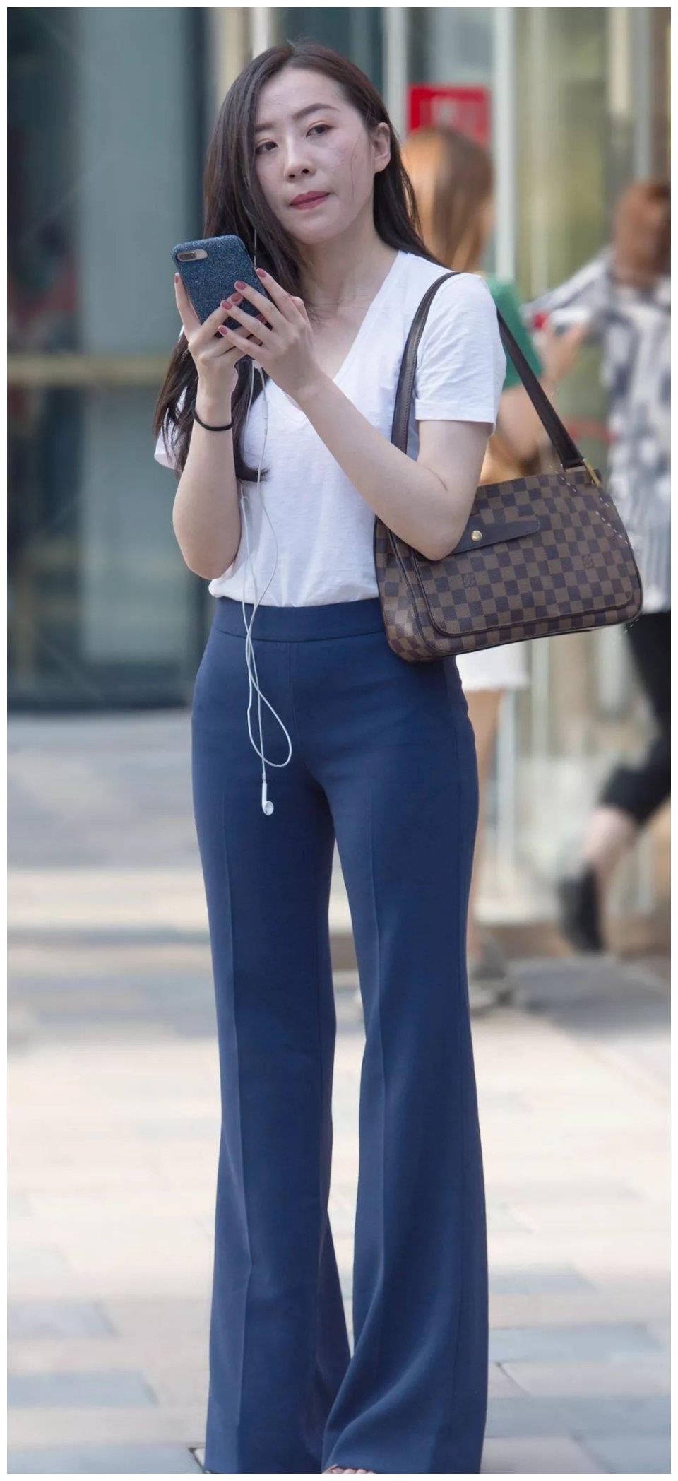 时尚穿搭,女装配上喇叭裤,得多费几尺布