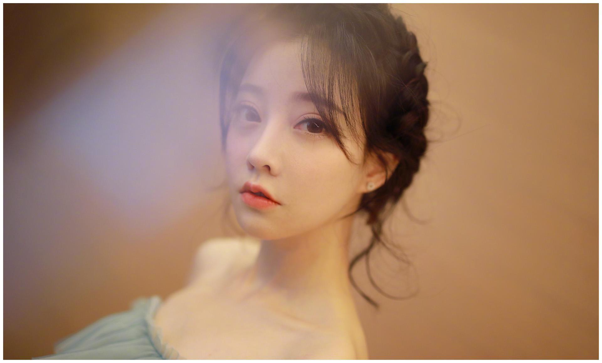 冯提莫高中艺考照片被曝光,脱离妆容跟美颜,状态过于真实!