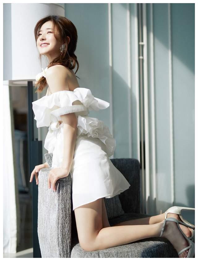 时尚裙装正流行,赵露思迪丽热巴教你怎么搭,还不赶紧学起来