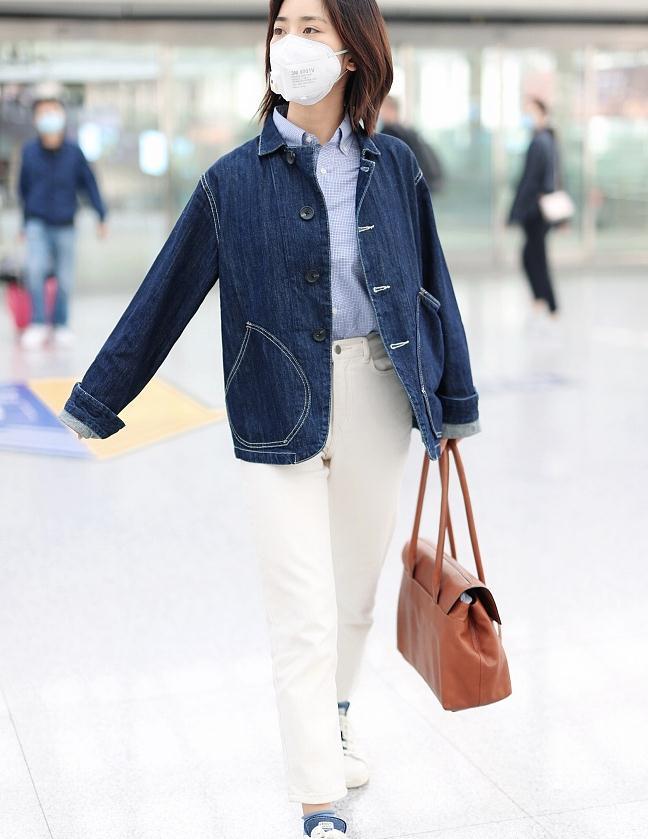 沈月街拍:缝线牛仔衣内搭格纹衬衣奶奶裤盐系文艺风