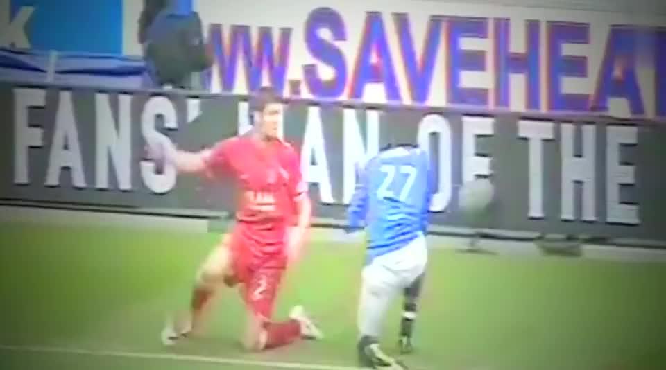 当球员在场上失去冷静,足球场秒变格斗,足坛最火爆的冲突瞬间