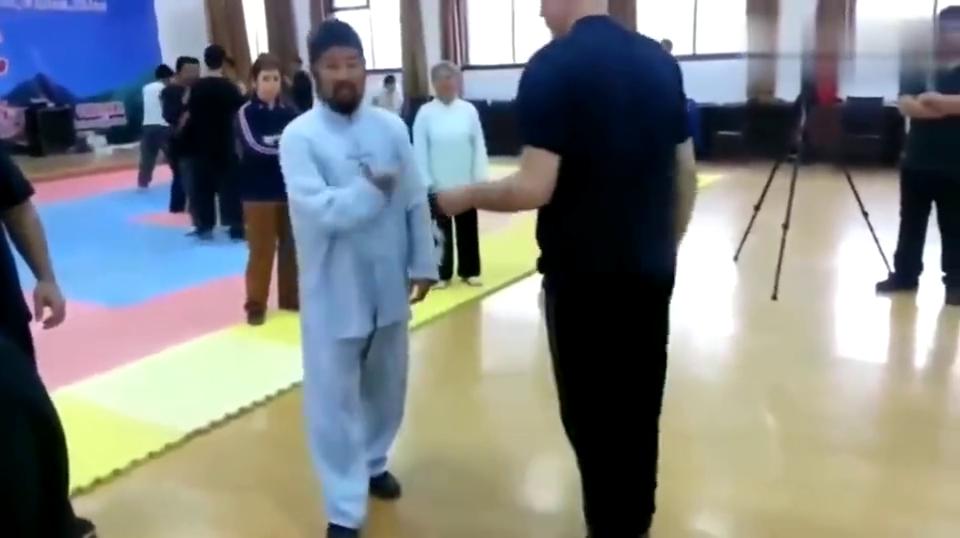 老外彻底被这位太极拳老师征服了