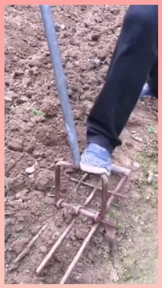 村里牛人发明的掘土神器速度太快了一天能翻十亩地