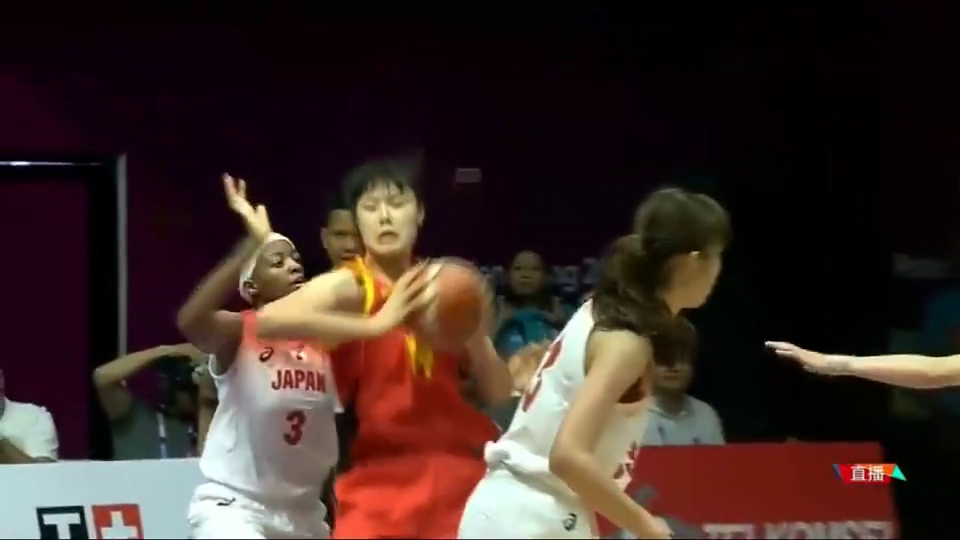 秒!女篮这球直接把日本球员骗出场外,球商压制