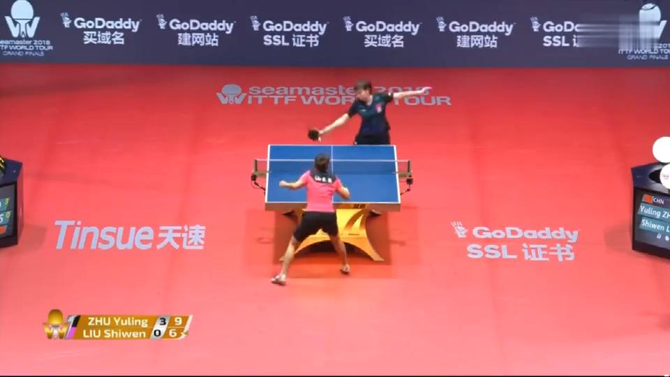 不敢相信!乒联总决赛-朱雨玲4-0击败刘诗雯,第一局打了一个11-1!