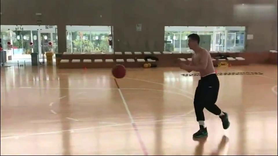 伤后三个月赵继伟重新开始有球训练加油小粗溜!