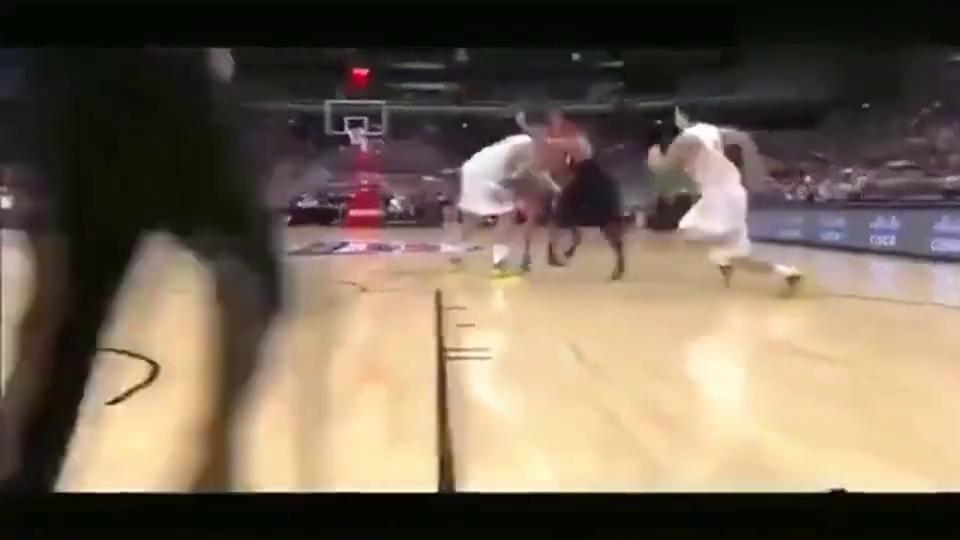 """这是我见过的美国男篮最佳运球上篮,观众都""""愣""""了!"""
