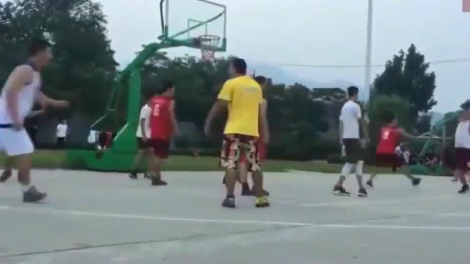 """南方民间篮球场现""""尼克杨"""",这技术放在CBA什么水平!"""