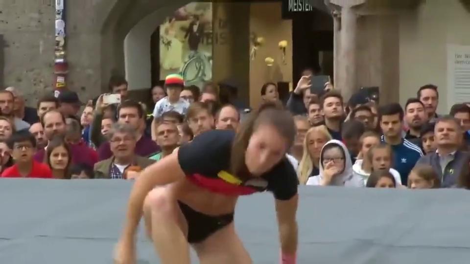 女运动的身材线条都太好了,六块腹肌令男人都自叹不如