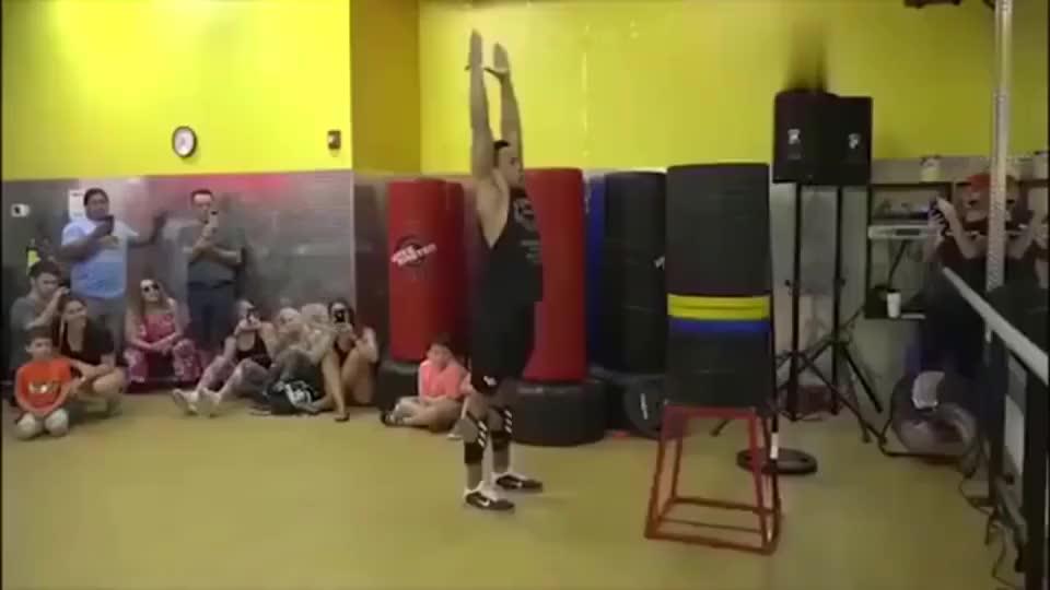 美国健身教练垂直弹跳1米62,破吉尼斯纪录!C罗跳高44厘米!