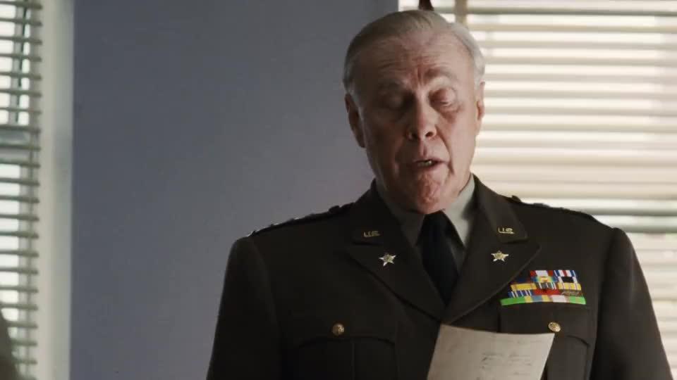 将军觉得那个兵还活着,要找到他,把他带离战场