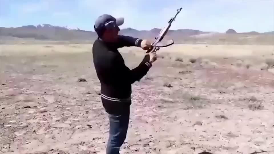 防弹头盔真的能抵挡突击步枪和巴雷特狙击步枪嘛!
