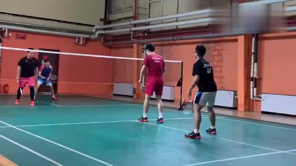 羽毛球训练干货,国家队都在用的实用接发球(反手停顿推腰)