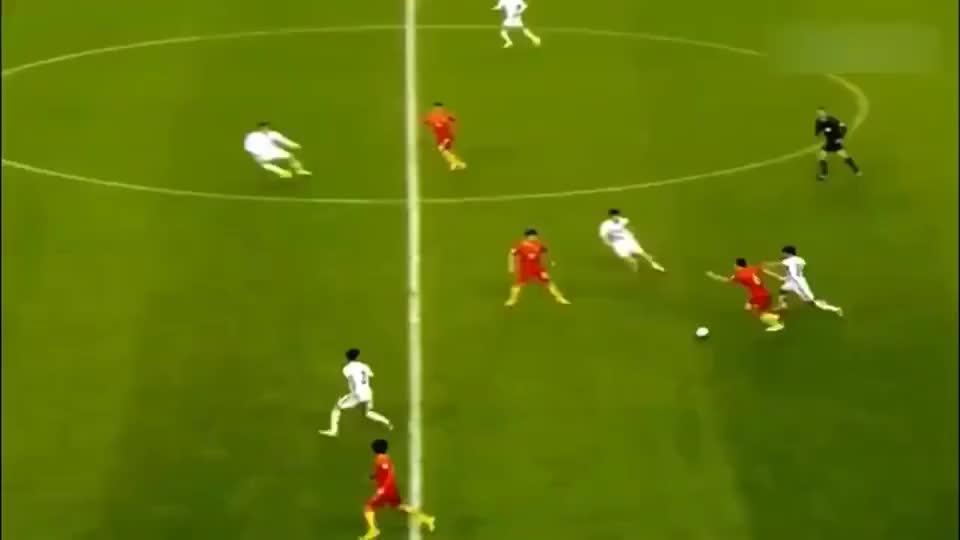 国足球员被韩国队下黑脚,王大雷狂奔80米挥拳打人?
