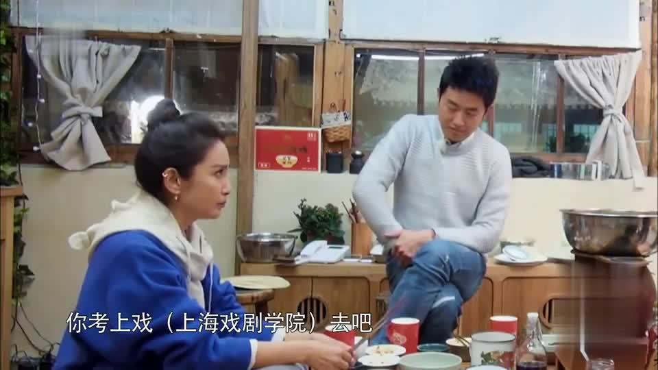 李冰冰考上大学,却因学费困惑,父亲:砸锅卖铁都让你去!