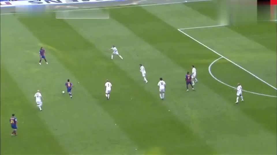 韩国李刚仁对着护球的拉莫斯三连踢, 被红牌罚下还一脸无辜!