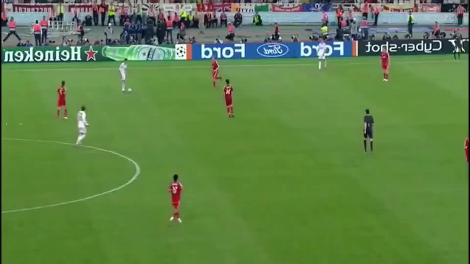 有一种前锋叫因扎吉 没射术没速度没爆发力 但进球比肩罗纳尔多