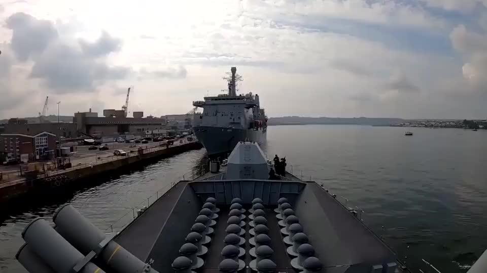 第一视角观看,皇家海军肯特号驶离德文港 !