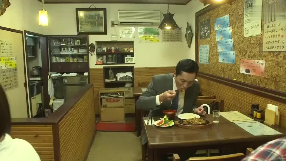 五郎叔饭量不输年轻人,狼吞虎咽,简直太香了!